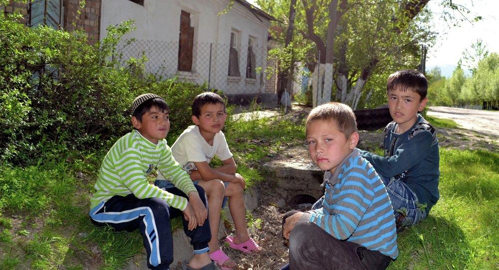 El Gobierno kirguís preocupado por el problema de maltrato al menor