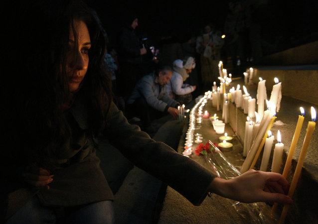 Homenaje a las víctimas de la masacre de Gyumri