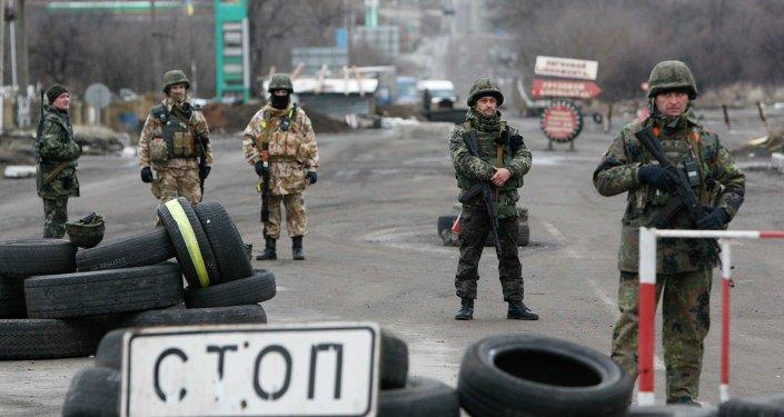 Kiev prorroga el control de acceso y salida de vehículos de Ucrania del Este un mes más