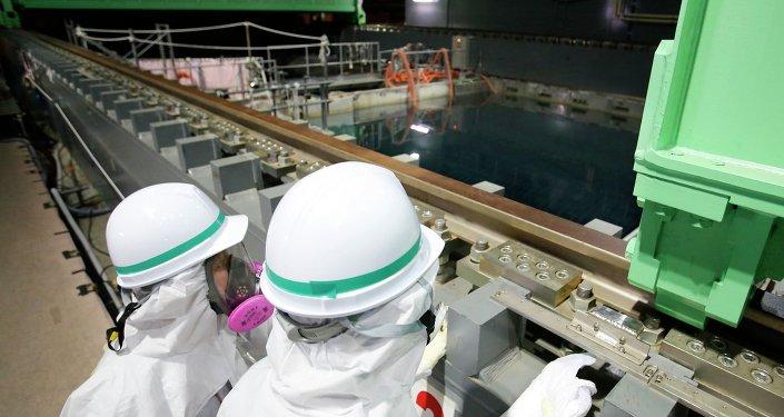 La operadora de Fukushima-1 estima concluir en mayo la purificación del agua radioactiva