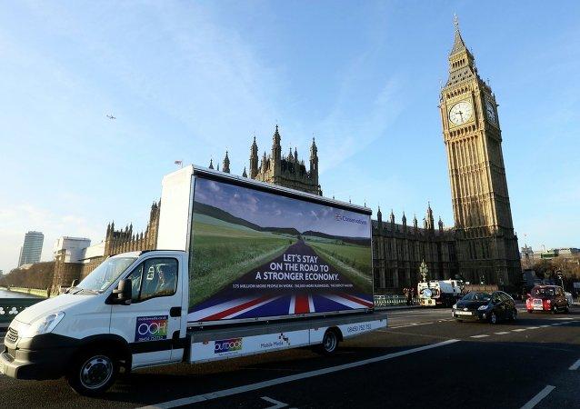Las proyecciones constatan un sorprendente empuje de los conservadores británicos