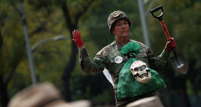 Marcha en Ciudad de México para conmemorar cuatro meses de la masacre de estudiantes en Iguala