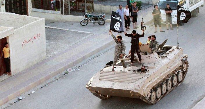 Militantes de Daesh en Al Raqa
