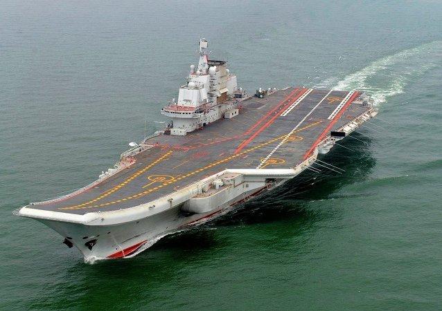 El portaaviones Liaoning de la Armada China