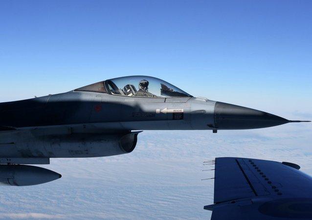La caza F16 de  la OTAN