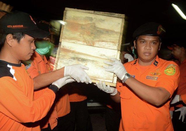 Rescatistas indonesios