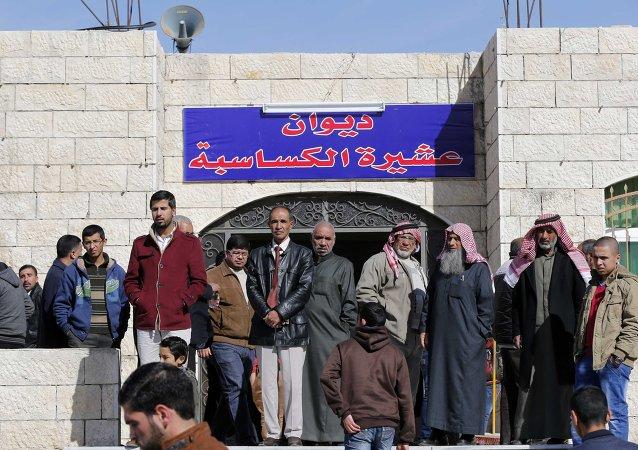 La familia del piloto jordano Muaz al-Kasasbeh, al que el grupo yihadista Estado Islámico quemó vivo el 3 de enero