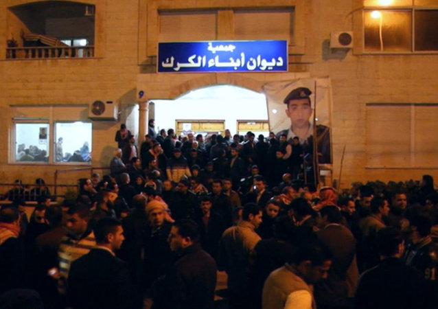 Dolor e indignación por el brutal asesinato del piloto jordano por Estado Islámico