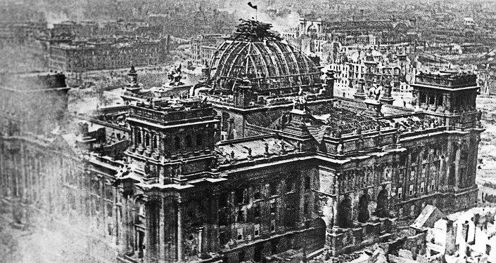 Bandera de la Unión Soviética sobre el Reichstag