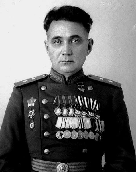 Khadzhi Umar Mamsúrov, participante en la Guerra Civil española