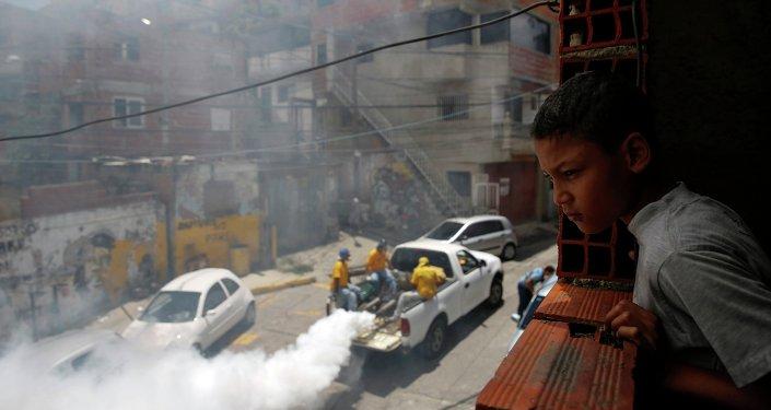Fumigación para ayudar a controlar la propagación de Chikungunya