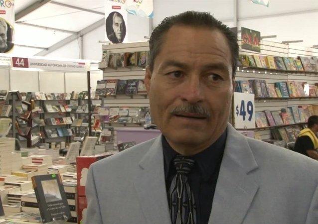 Periodista Moisés Villeda presentó su libro Andanzas de un Reportero