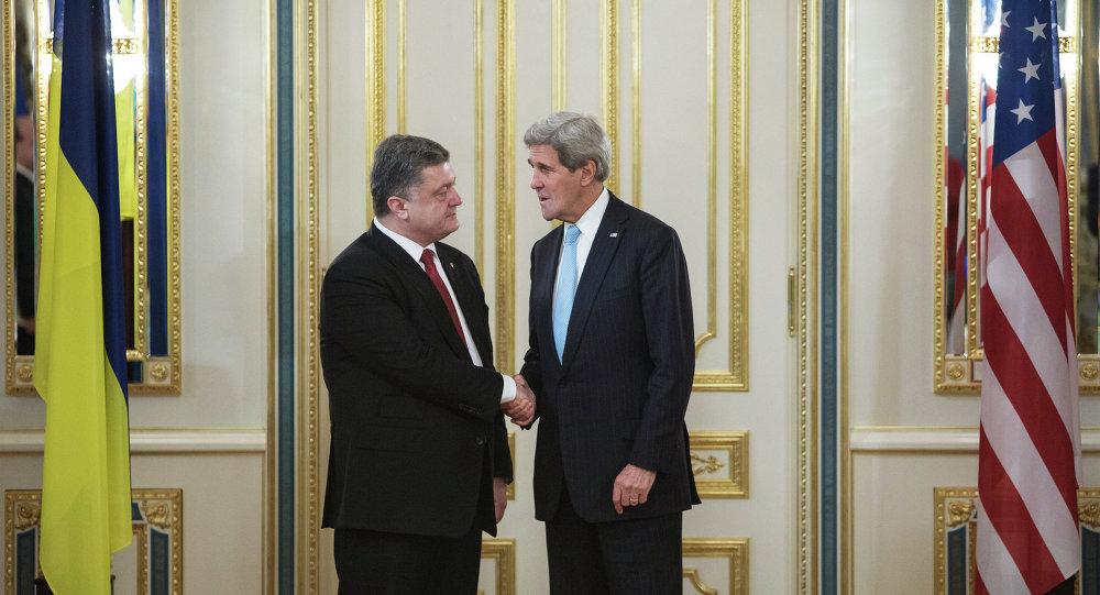 Presidente de Ucrania, Petró Poroshenko y Secretario de EEUU, John Kerry