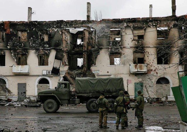 Casa destruida por los bombardeos en Uglegorsk (Ucrania)