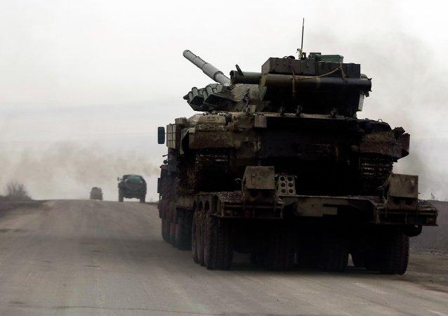 Un tanque de Ucrania se ve cerca de Debáltsevo