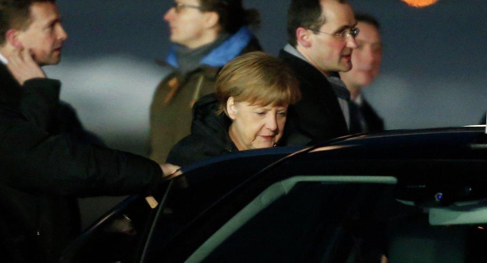 La canciller alemana, Angela Merkel, ha aterrizado en Moscú para abordar la escalada bélica en Ucrania