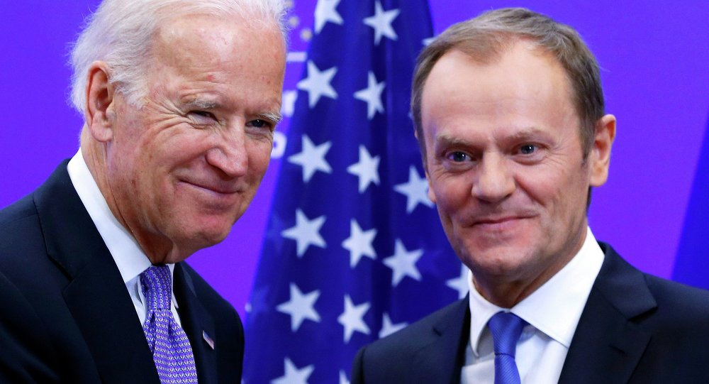 Vicepresidente de EEUU, Joe Biden (izda.) y presidente del Consejo Europeo, Donald Tusk