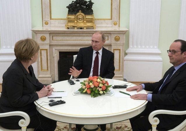 Canciller de Alemania Angela Merkel, presidente de Rusia, Vladímir Putin y presidente de Francia François Hollande