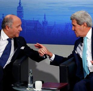 Ministro francés de Asuntos Exteriores, Laurent Fabius y secretario de Estado de EEUU, John Kerry