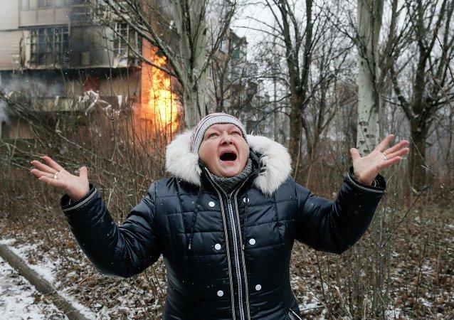 Una mujer en Donetsk