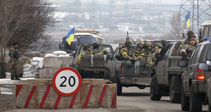 Soldados ucranianos cerca de Mariúpol
