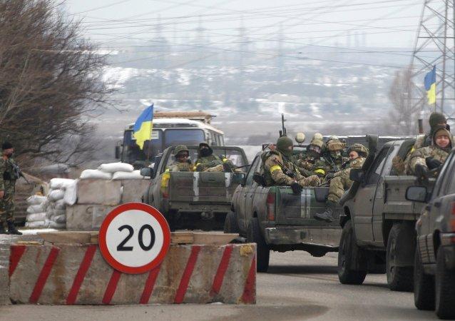 Soldados ucranianos cerca de Mariúpol (archivo)