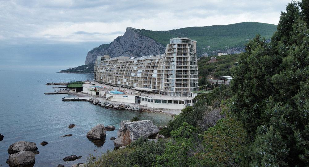 Hotel en la costa de la bahía Laspi en Crimea