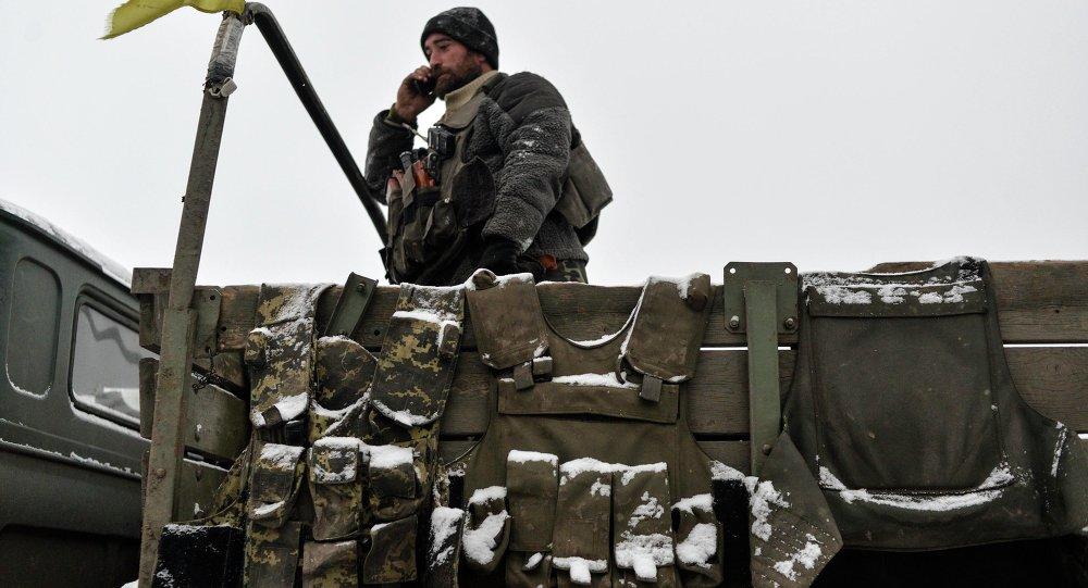 Ejército ucraniano acusa a las milicias de atacar sus posiciones 27 veces durante la noche
