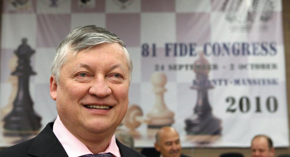 Anatoli Karpov, presidente del proyecto Bosque de Victoria