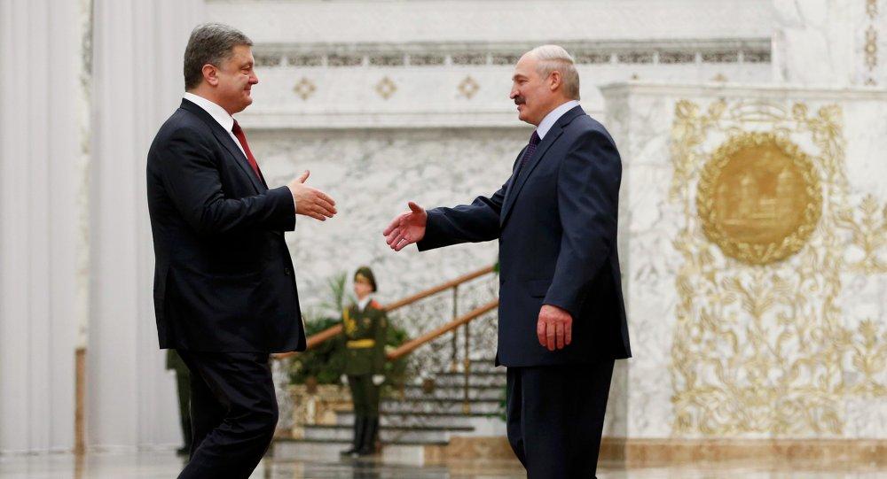 Presidente de Ucrania, Petró Poroshenko en un encuentro en Minsk con su homólogo bielorruso Alexandr Lukashenko