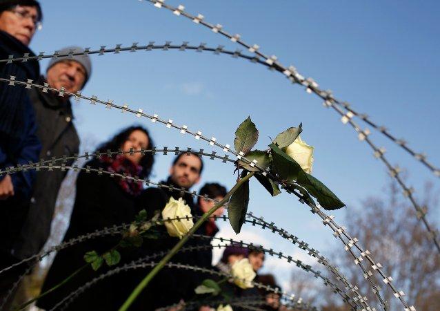 Acto de homenaje y recuerdo a las 15 víctimas fallecidas hace hoy un año en Ceuta, mientras intentaban cruzar la frontera de Marruecos a España