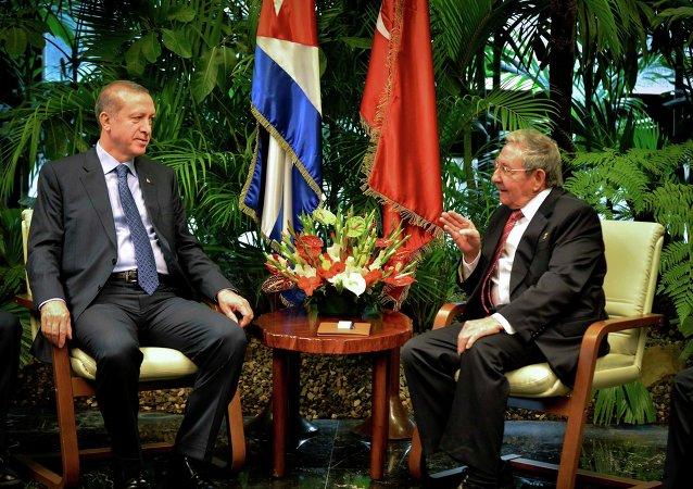 Presidente de Turquía, Recep Tayyip Erdogan y presidente de Cuba, Raúl Castro en La Habana