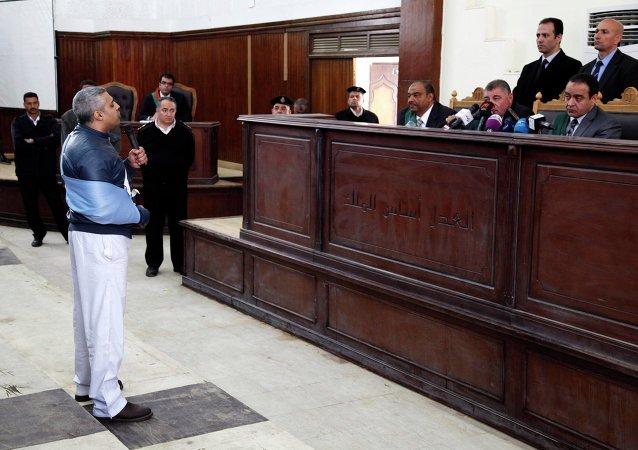 Un tribunal egipcio libera a los periodistas de Al-Jazeera mientras dure su juicio