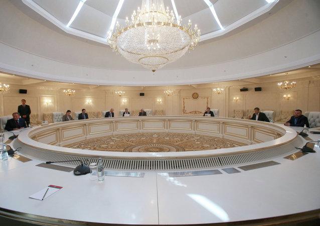 El diálogo directo en Ucrania, un gran logro de Rusia y los principales países de la UE