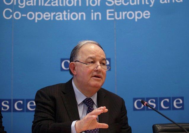 Ertugrul Apakan, jefe de la misión de observación especial de la OSCE en Ucrania