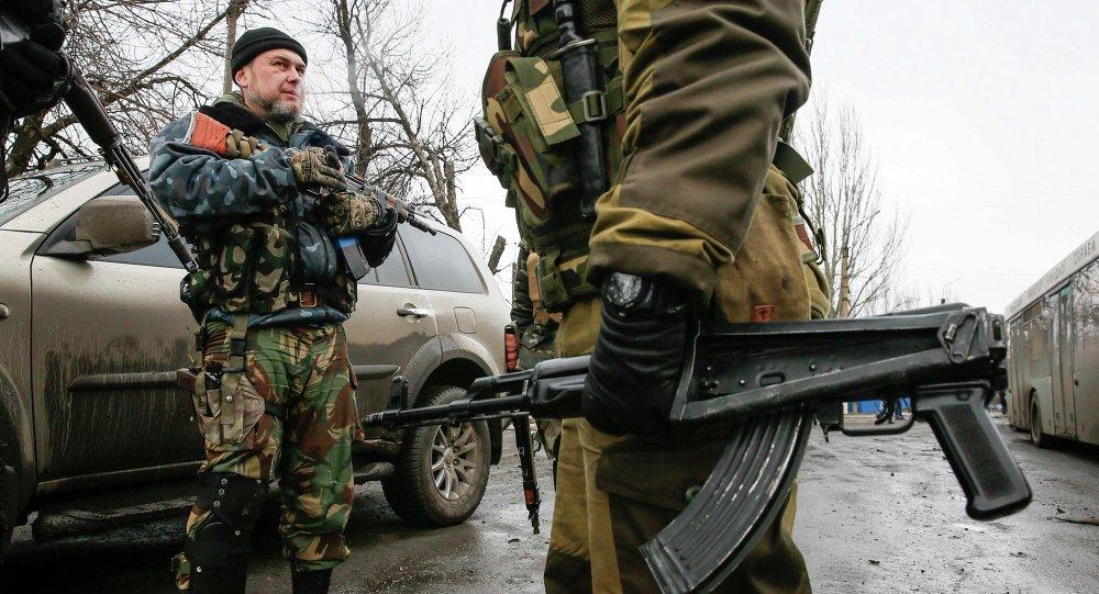 Milicianos de Donetsk se ven obligados a abrir fuego selectivo contra fuerzas de Kiev