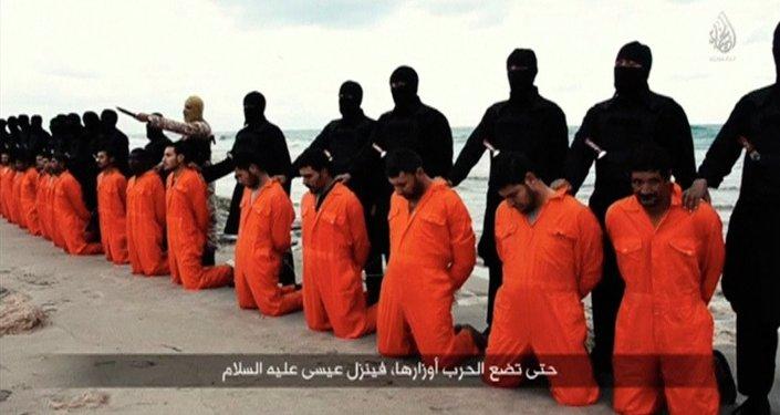 El Estado Islámico publica un video de la ejecución de 21 cristianos egipcios