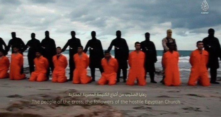 Captura del vídeo en el que Estado Islámico asesina a los cristianos coptos en Egipto
