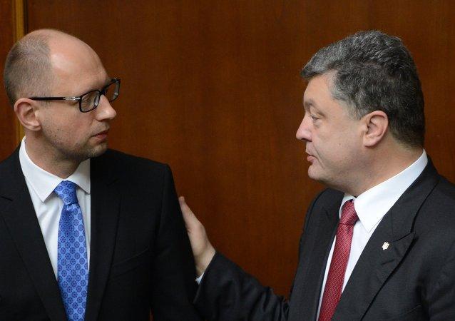 Primer ministro de Ucrania, Arseni Yatseniuk y presidente de Ucrania, Petró Poroshenko