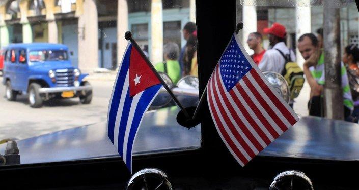 Las banderas de EEUU y Cuba