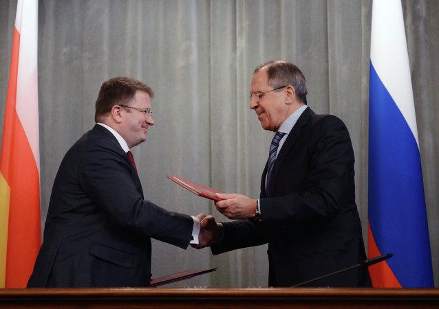 Serguéi Lavrov y David Sanakoev, ministros de Exteriores de Rusia y Osetia del Sur