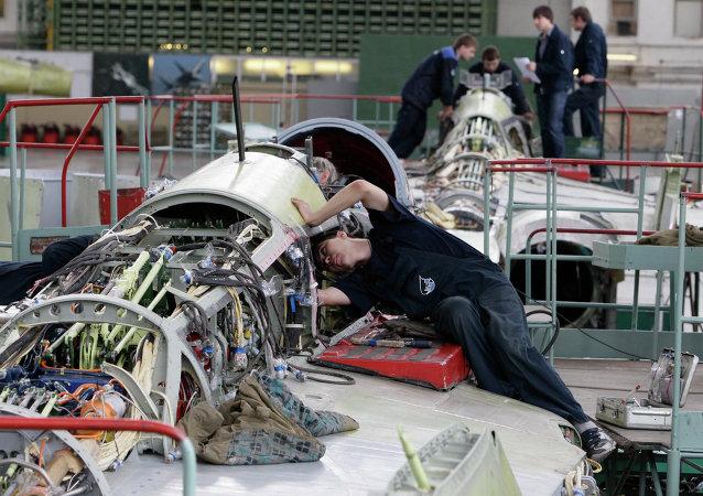 Rusia sustituirá importaciones para su industria militar hasta finales de 2015, afirma un alto cargo militar