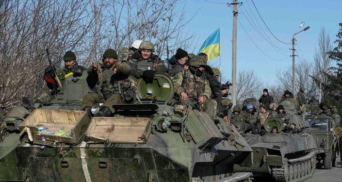 Militares ucranianos se retiran de Debáltsevo, dice batallón de la Guardia Nacional