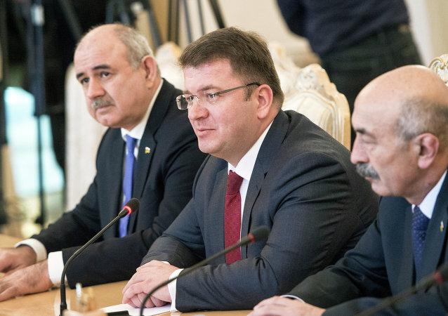 Ministro de Asuntos Exteriores de Osetia del Sur, David Sanakoev. durante su reunión con Serguéi Lavrov