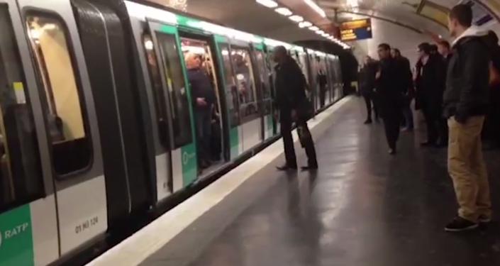 El Chelsea condena la agresión racista de un grupo de hinchas de su equipo en París
