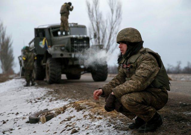 Soldados ucranianos que combatieron en Debáltsevo, cerca de Artiómovsk