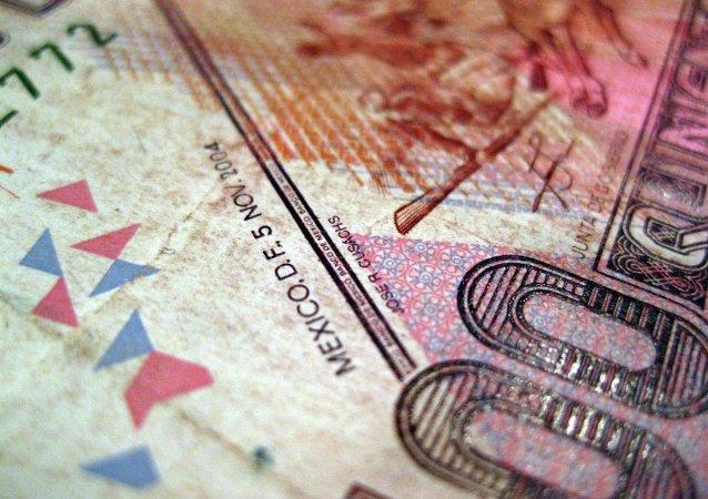 El peso y la bolsa de México retroceden por devaluación del yuan chino