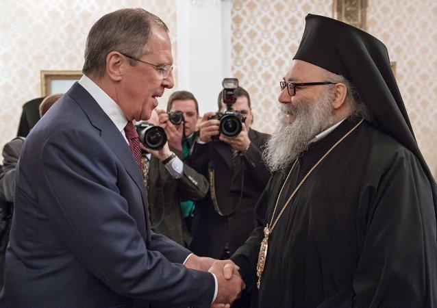 Ministro de Asuntos Exteriores de Rusia, Serguéi Lavrov y patriarca de Antioquía y todo el Oriente, Juan X