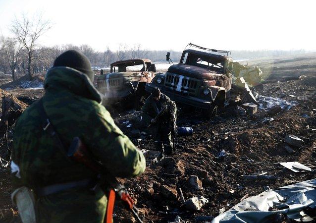Milicias cerca de compuesto destruido de ejército ucraniano