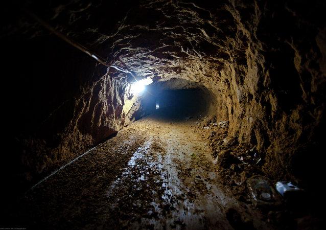 Dos palestinos mueren en túneles subterráneos entre Gaza y Egipto